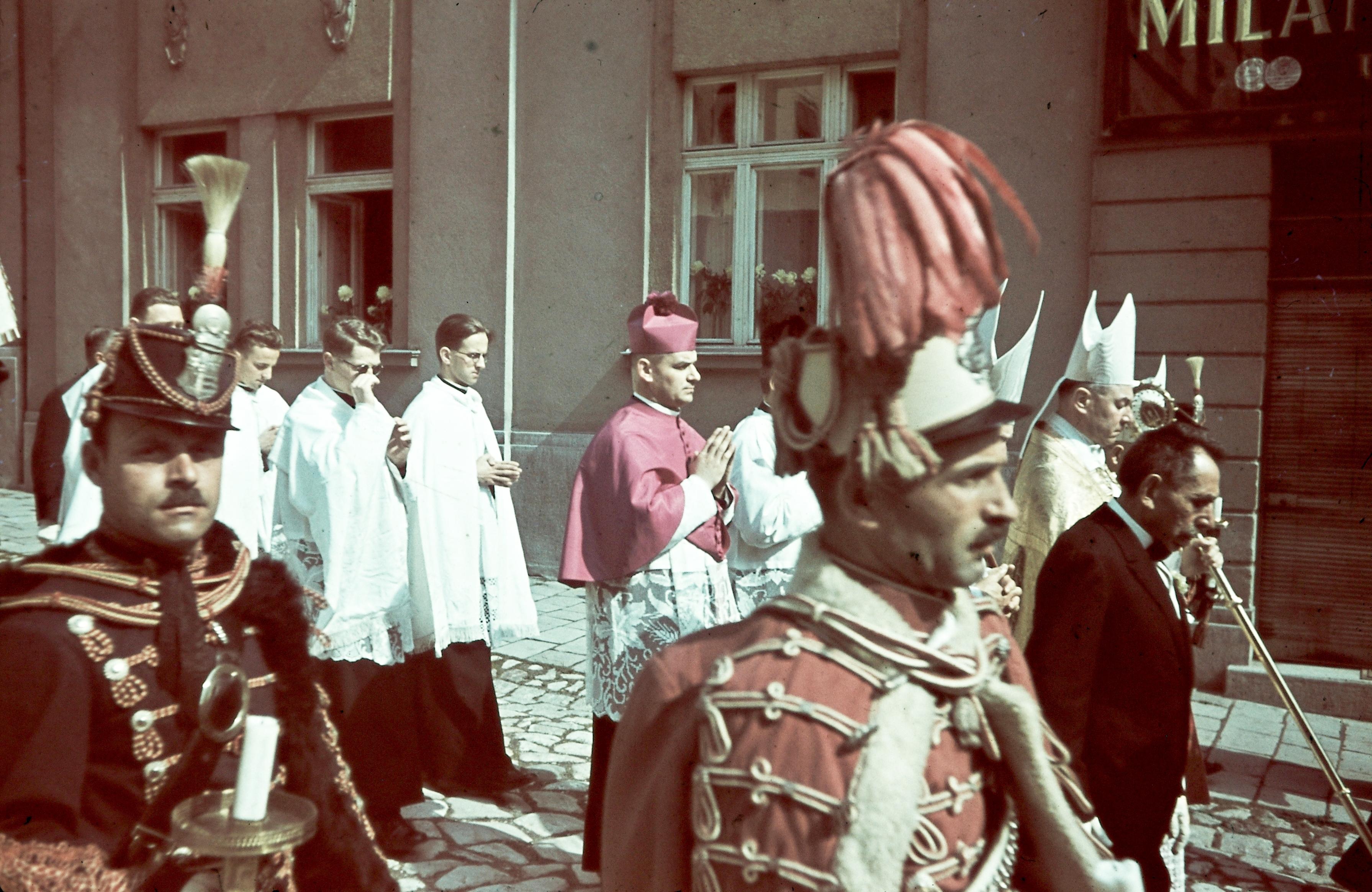 lászló napi képek File:Győr, Káptalandomb, Szent László napi körmenet. Fortepan  lászló napi képek