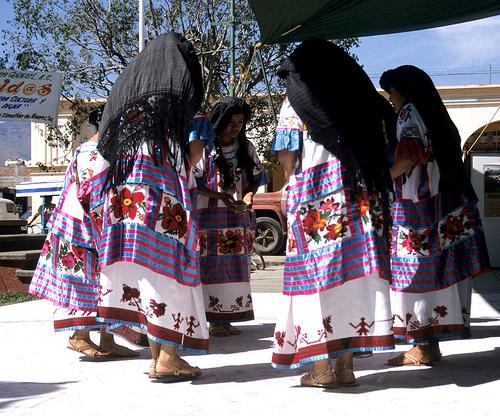 http://upload.wikimedia.org/wikipedia/commons/f/fe/Huautla_de_Jimenez.jpg