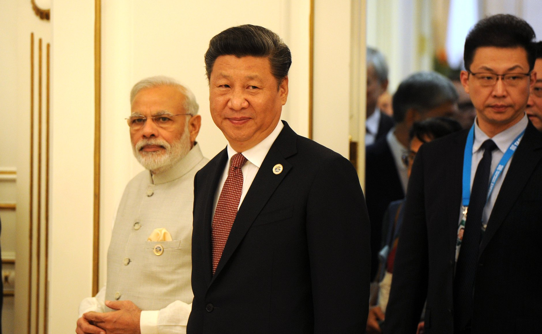 File:Indian Prime Minister Narendra Modi and Chinese Prime Minister Xi Jinping before the start of the expanded format meeting of the Shanghai Cooperation Organisation Council of Heads of State.jpg - Wikimedia Commons