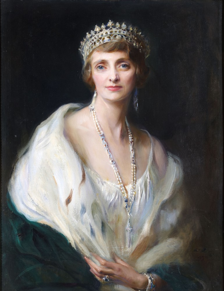 https://upload.wikimedia.org/wikipedia/commons/f/fe/Irene_Mountbatten%2C_Marchioness_of_Carisbrooke.jpg