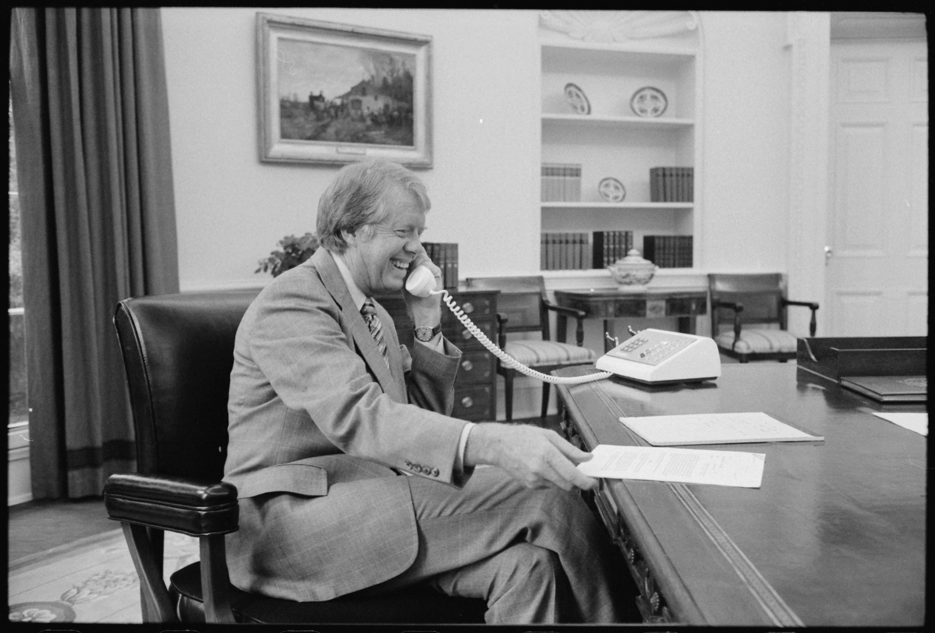 jimmy carter oval office. file:jimmy carter at his desk in the oval office - nara 175967. jimmy a