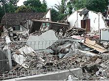 Berkas:Klaten collapsed houses.jpg