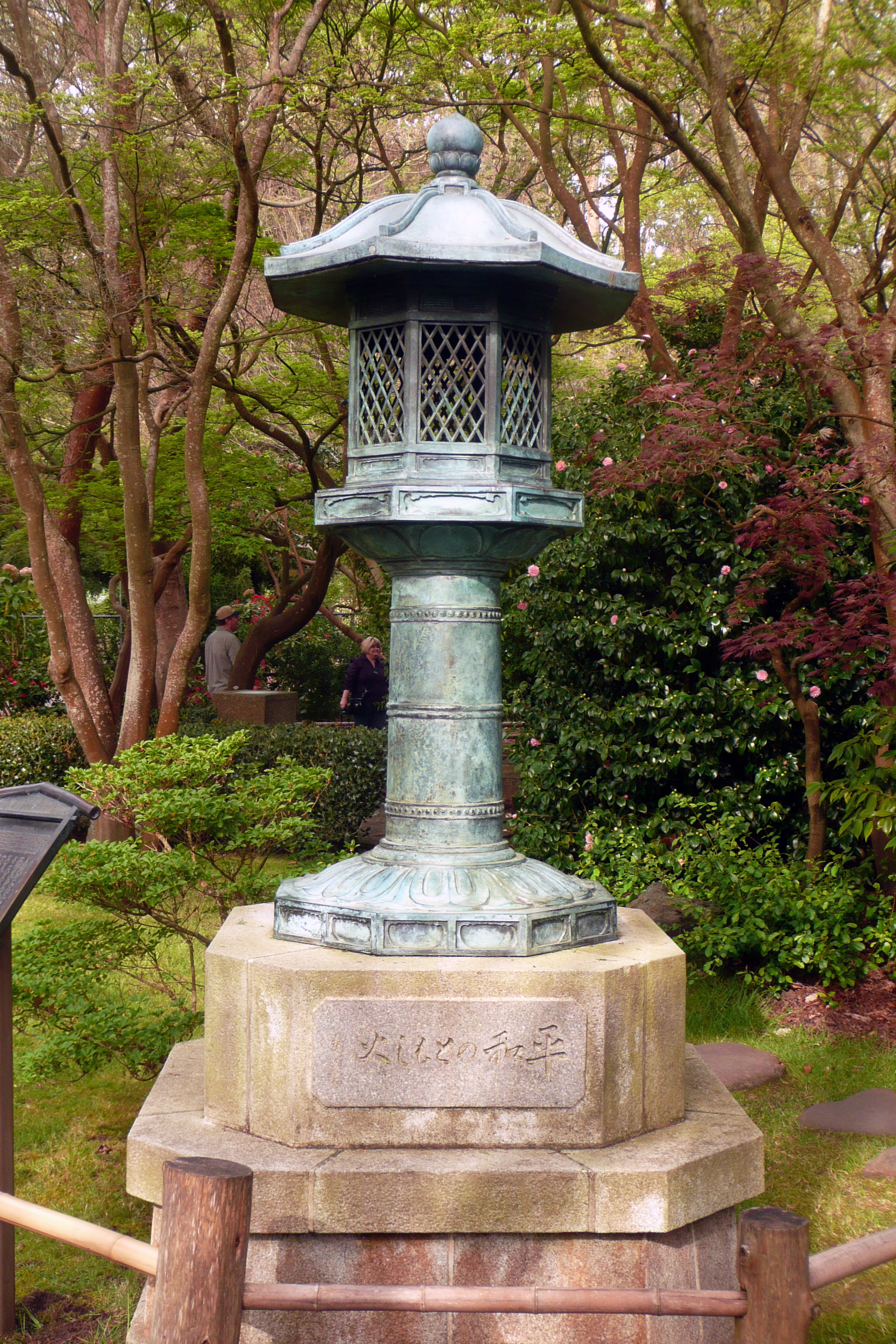 FileLantern in the Japanese Garden 5jpg Wikimedia Commons
