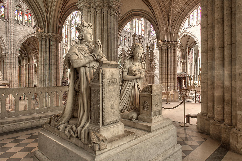 Monumento funebre in onore di Luigi XVI e Maria Antonietta 361fa68c1ab