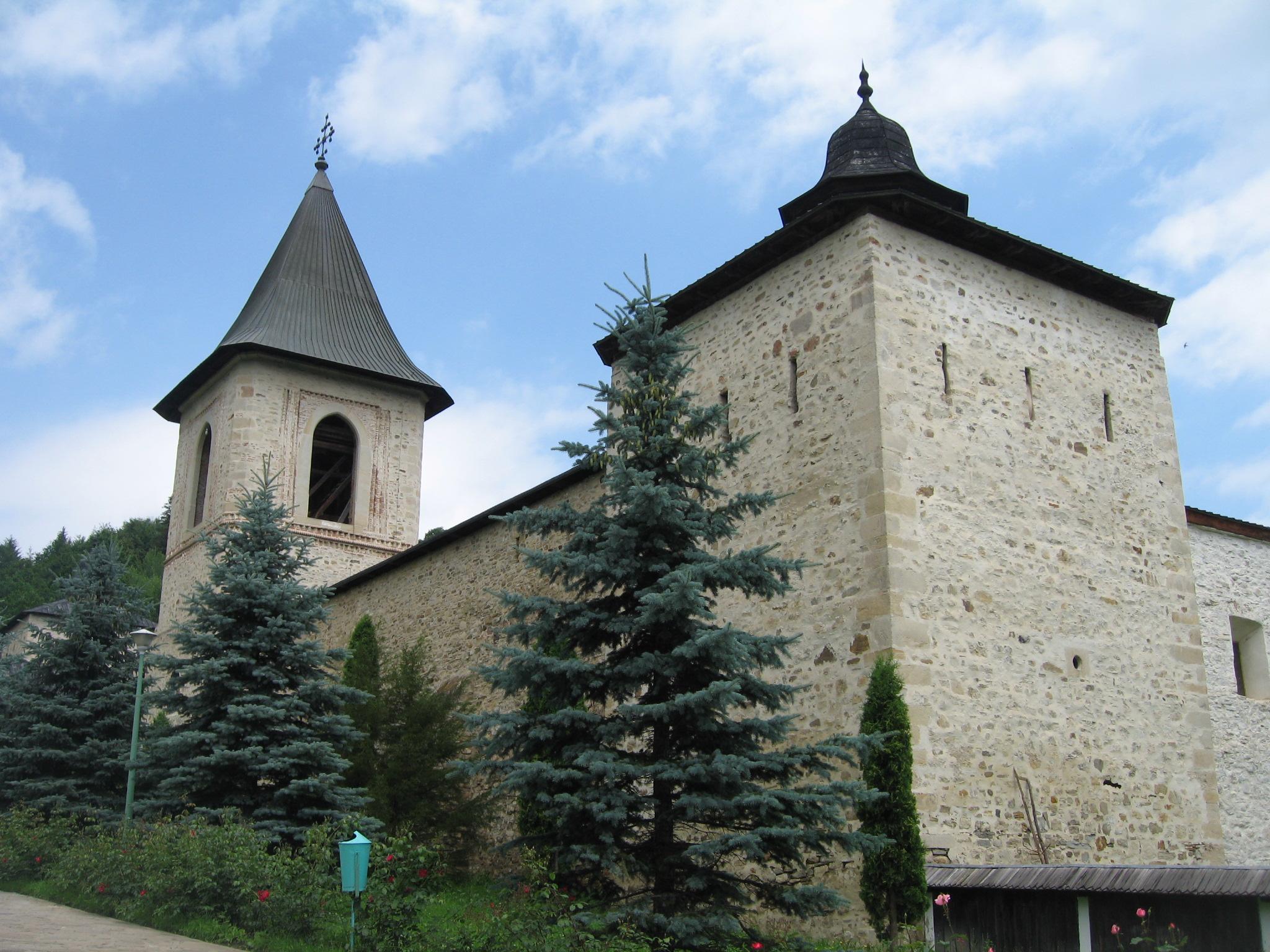 Fişier:Mănăstirea Secu2.jpg