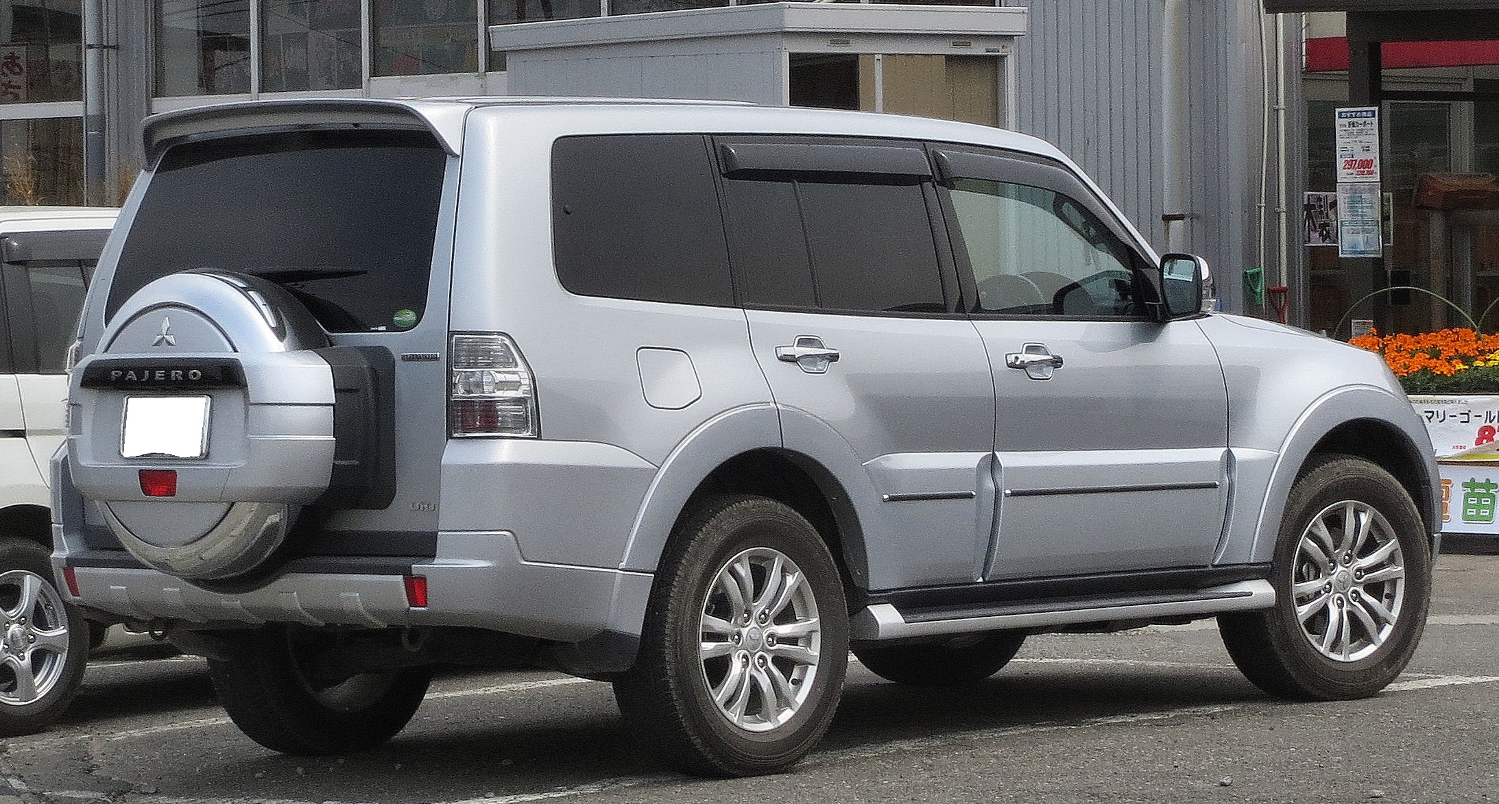 W superbly File:Mitsubishi V98 Pajero Long Body Super Exceed 3200 DI-D Rear TY73
