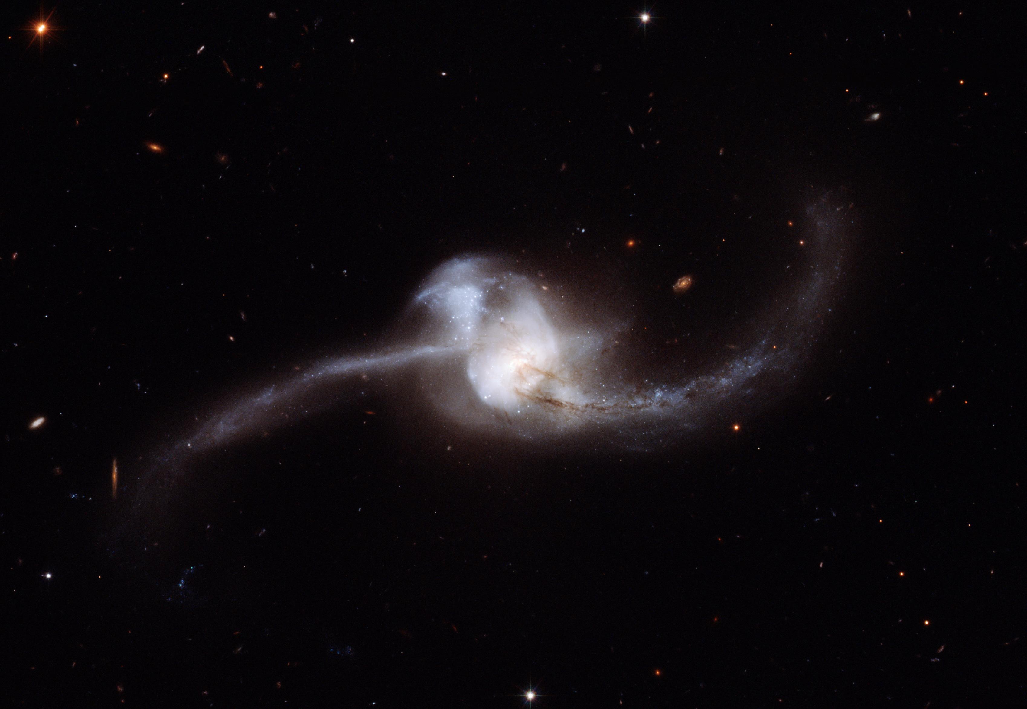 File:NGC 2623 Hubble heic0912a.jpg