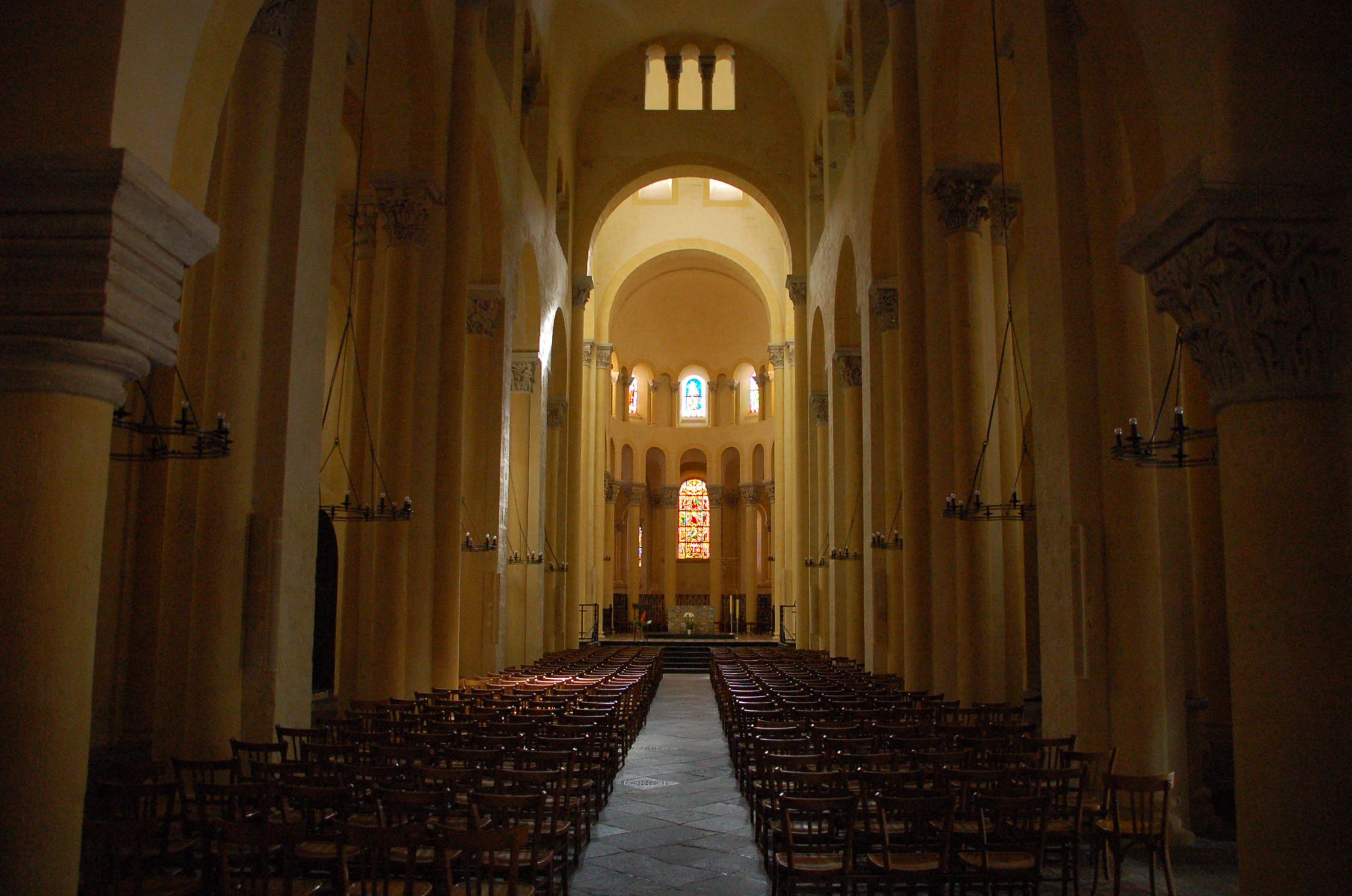 File nef de la basilique notre dame du wikimedia commons - Basilique notre dame du port ...