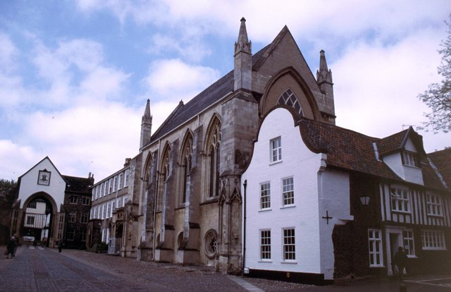 File:Norwich Cathedral Close - geograph.org.uk - 290704.jpg