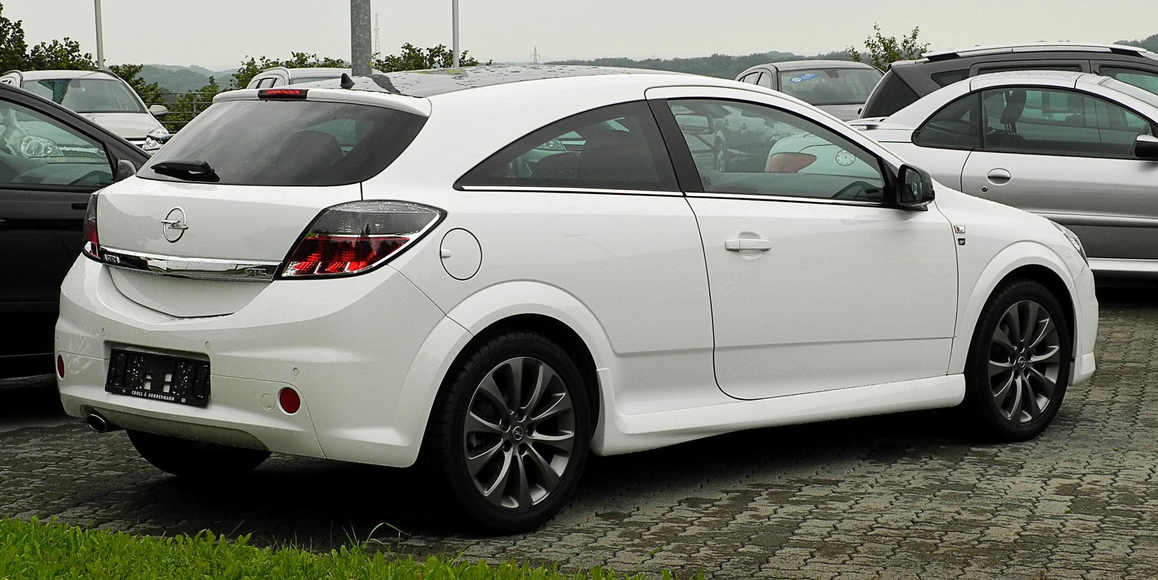 Datei:Opel Astra GTC 1.6 ECOTEC Black & White (H, Facelift ...