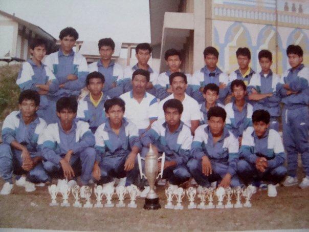 File:Pasukan bola sepak SMJ 1989.jpg