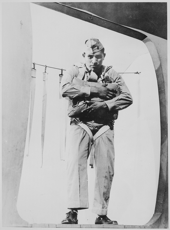 File:Pfc. Ira H. Hayes, a Pima, at age 19, ready to jump ...