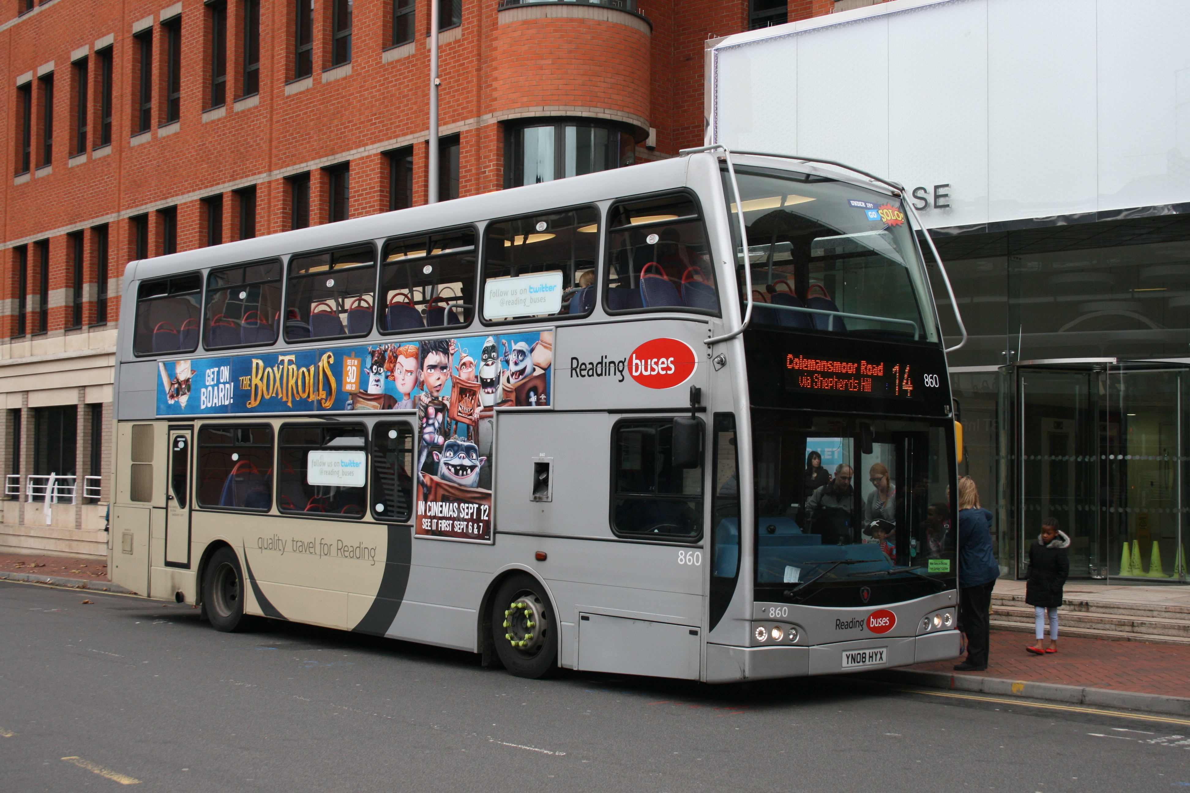 file:reading buses 860 on route 14, reading station (15391103920
