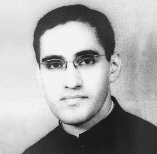 essays on oscar romero Oscar romero paper a primary example of a spiritual hero in most recent times is oscar romero his transformation from passive to an active member of the.