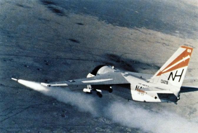 S-3A_Viking_VS-33_launching_Zuni_rocket_