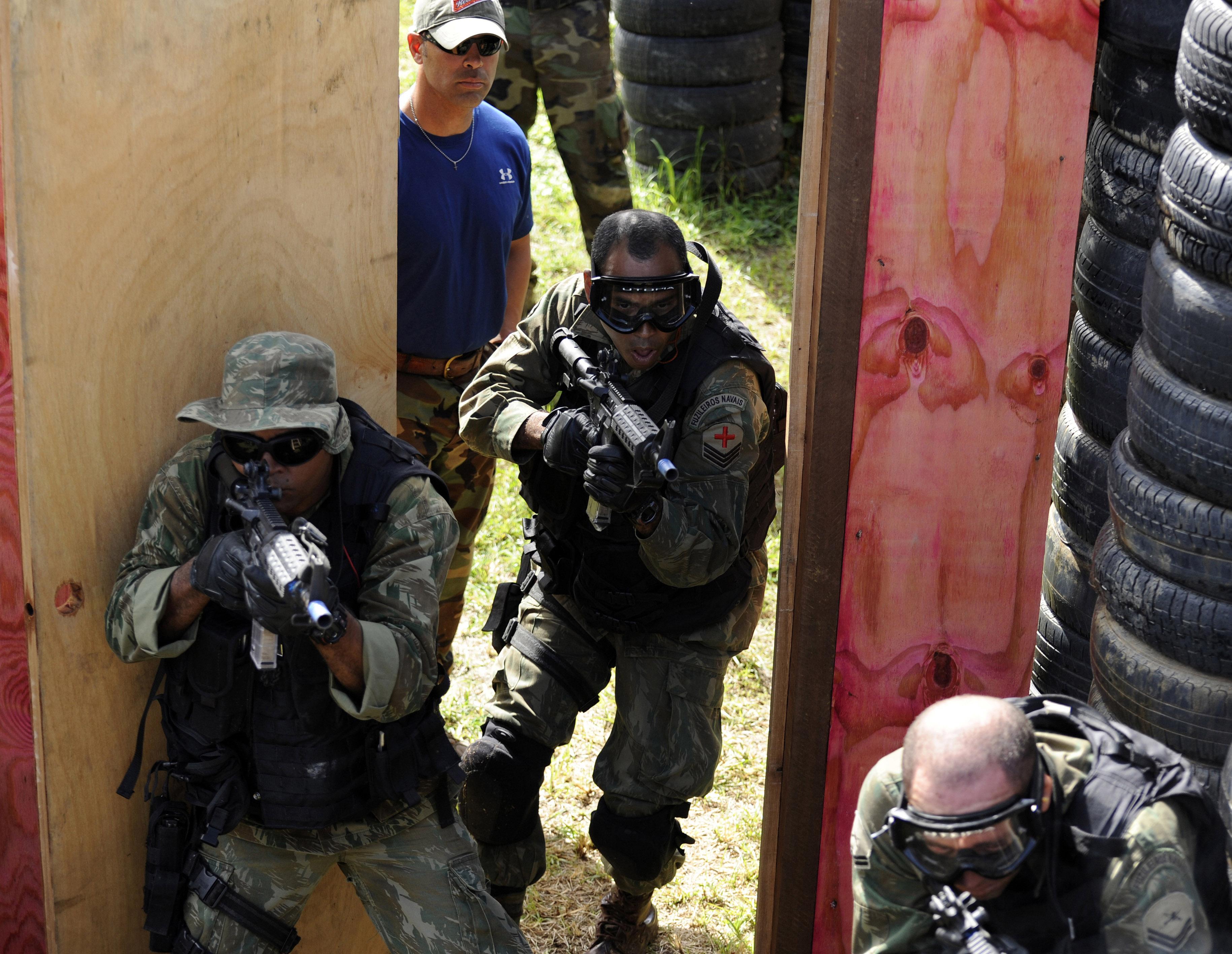File:SEALs train Brazilian Spec Ops in CQB jpg - Wikimedia Commons
