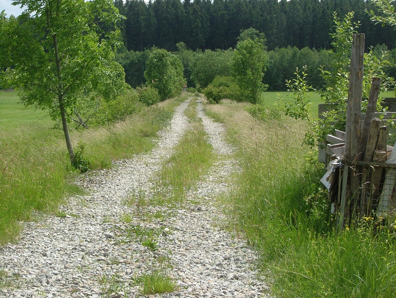 file:schotterweg,früher bahndamm der strecke ottobeuren ungerhausen
