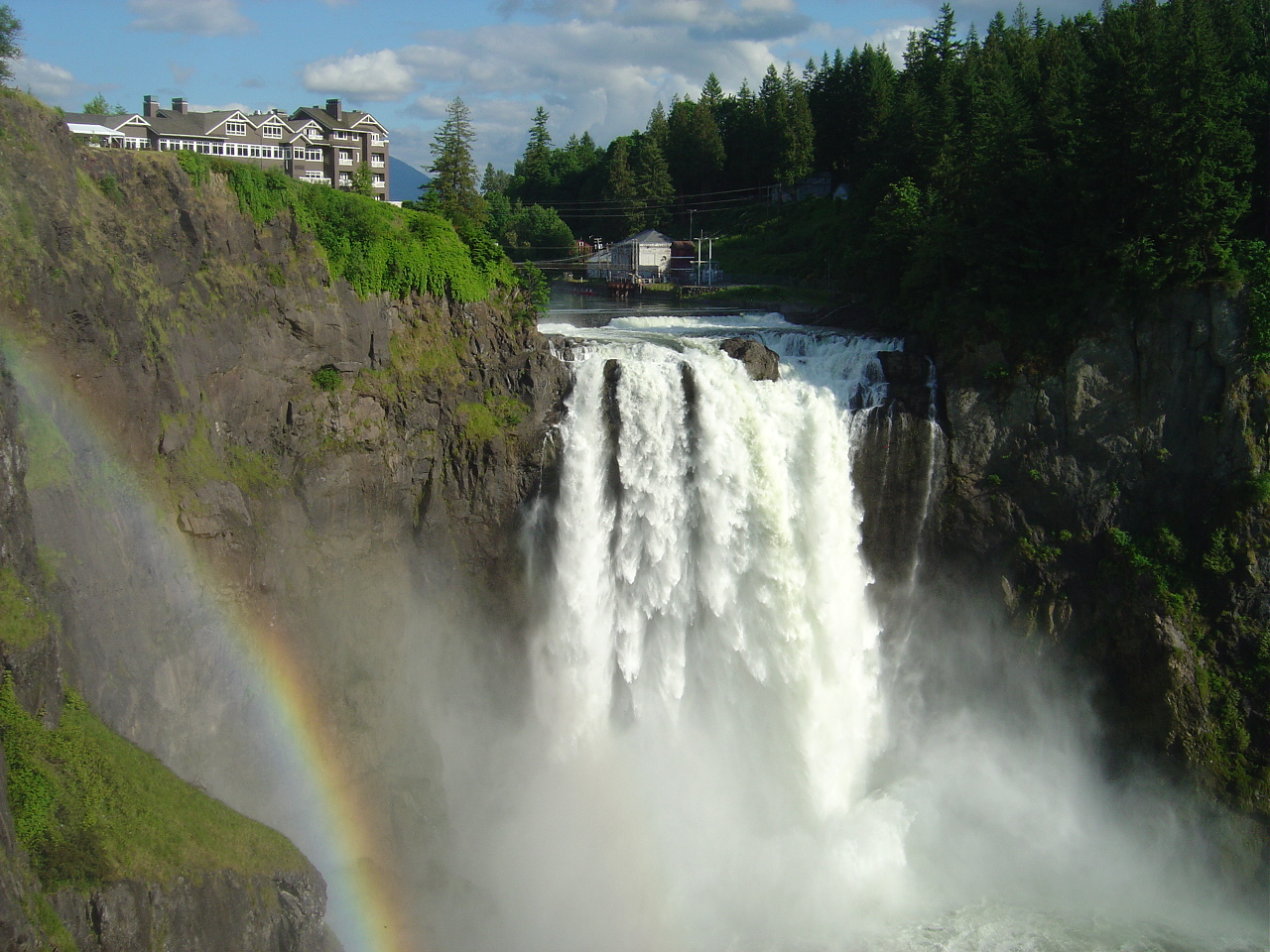 Snoqualmie_Falls_in_June_2008.JPG