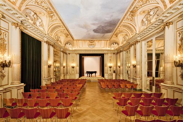 By Museum für Kunst und Gewerbe Hamburg [CC0], via Wikimedia Commons