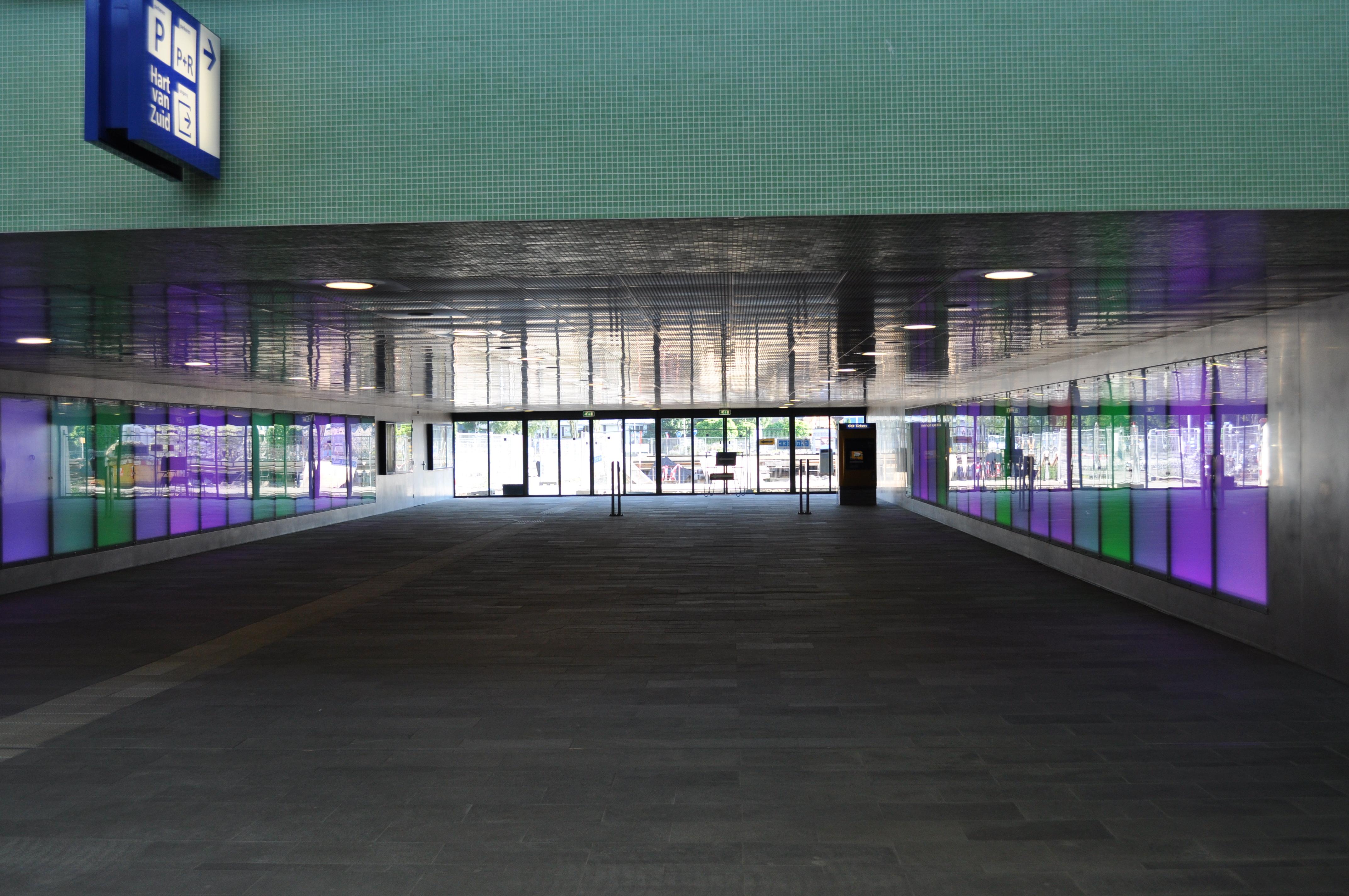 File:Stationstunnel Hengelo.JPG - Wikimedia Commons