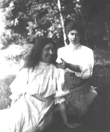 Anna Strunsky (L) and her sister Rose while Rose was studying at Stanford University.