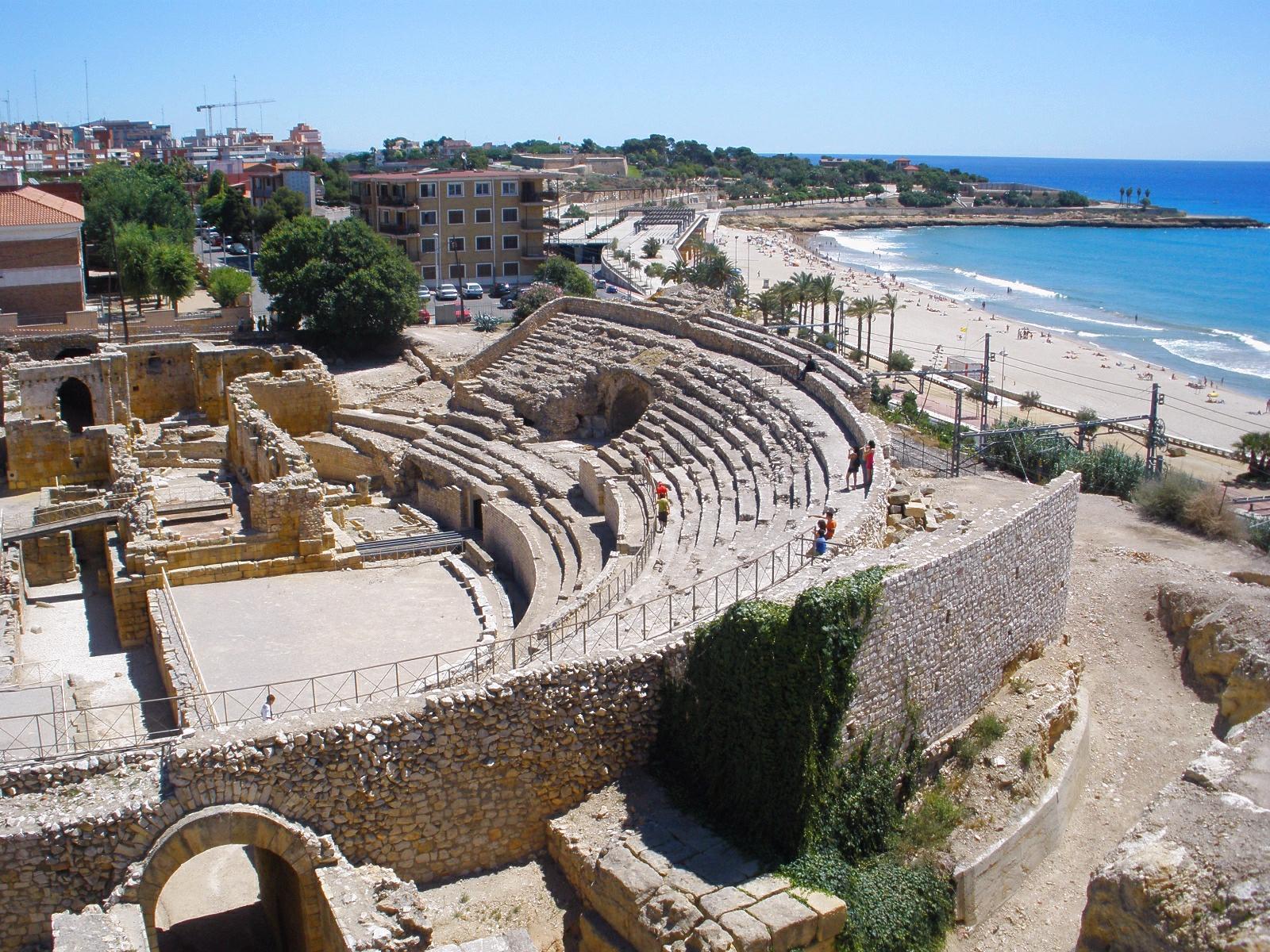 File tarragona anfiteatro romano 2 jpg wikimedia commons for Alberghi barcellona sul mare