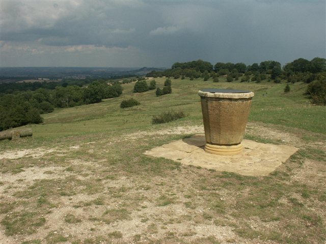 Toposcope, Dover's Hill, near Chipping Camden - geograph.org.uk - 231433