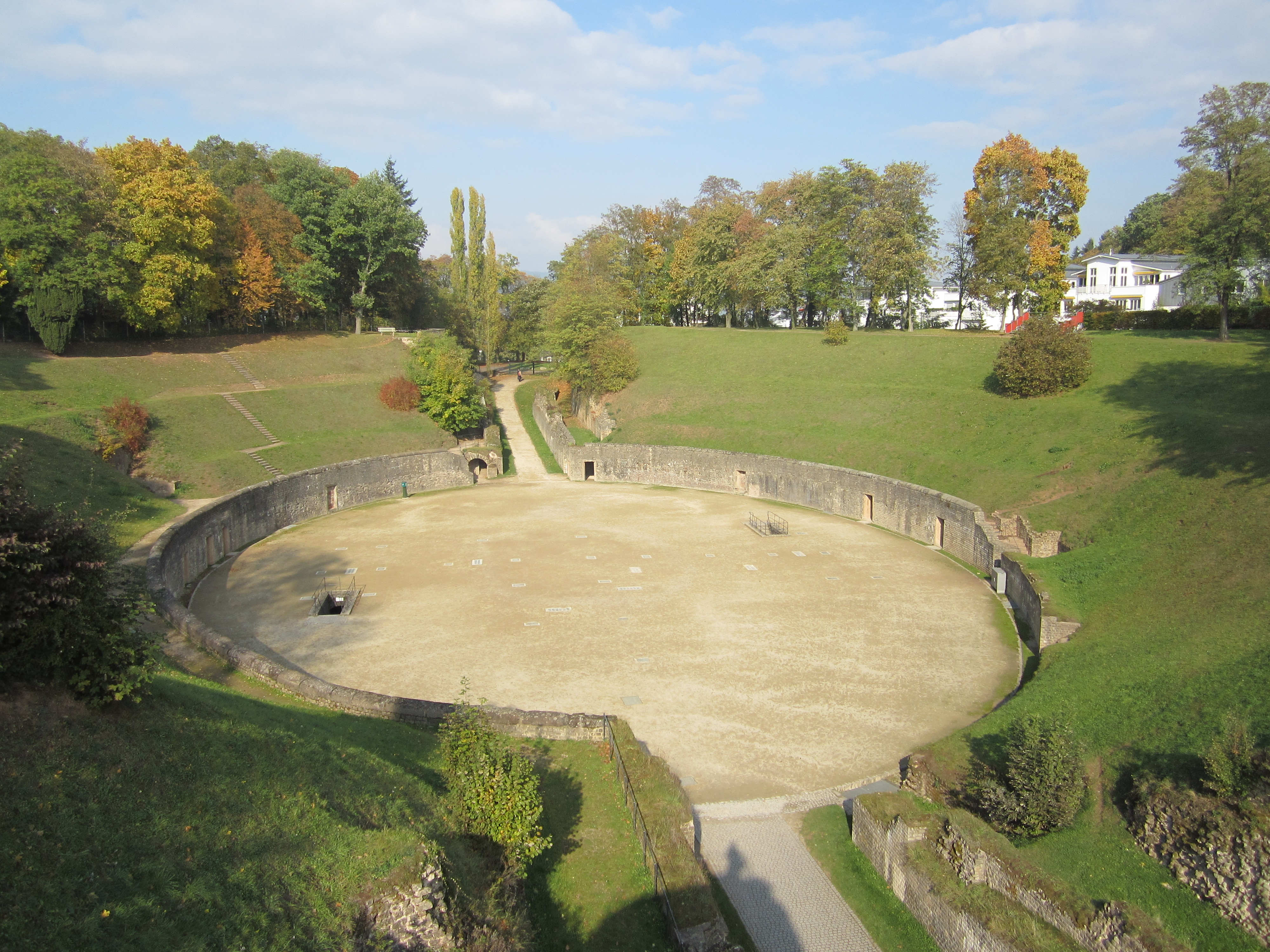 Das römische Amphitheater in Trier.
