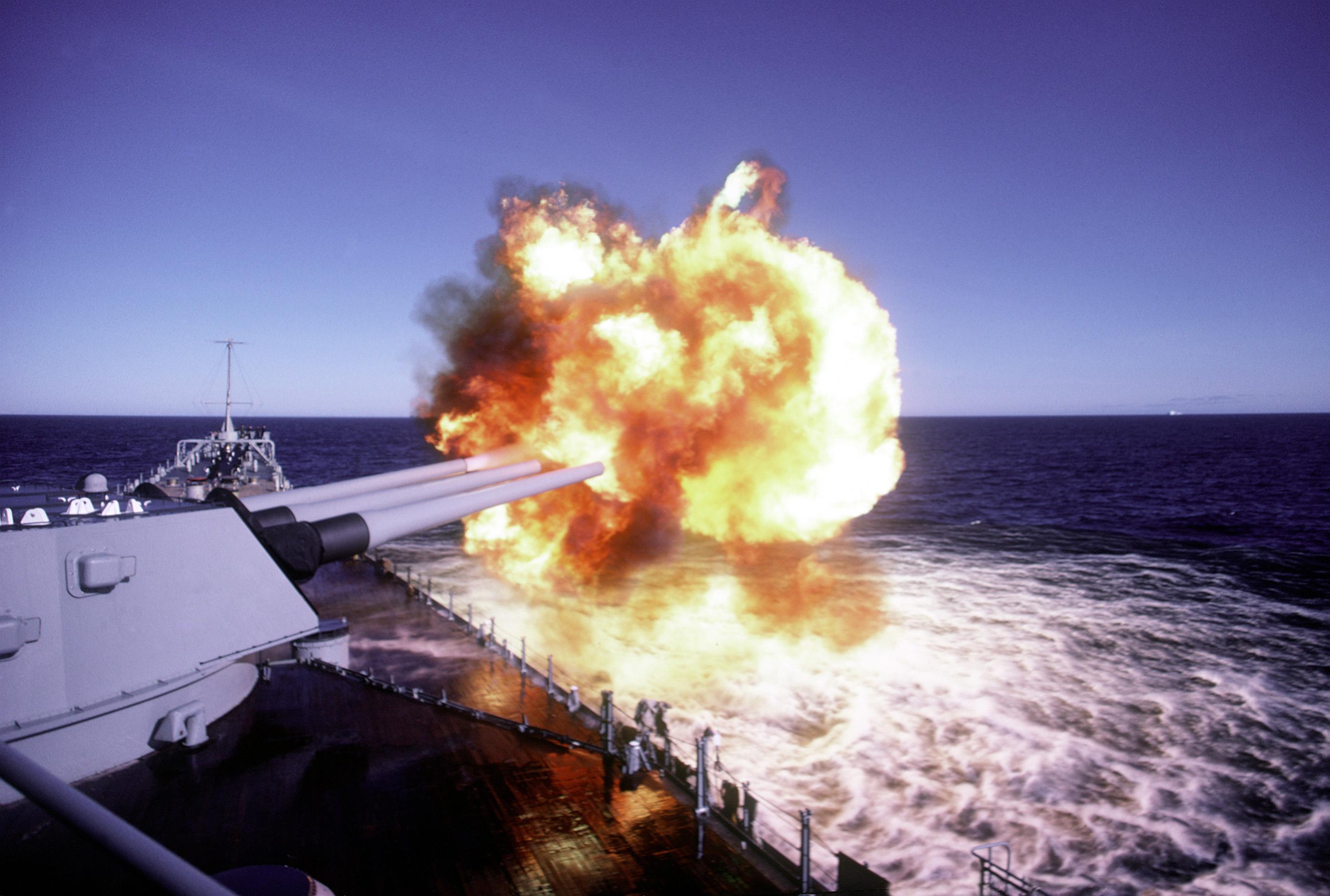 USS_Iowa_BB-61_-_Ocean_Safari_85_-_DN-ST-87-02388.JPEG