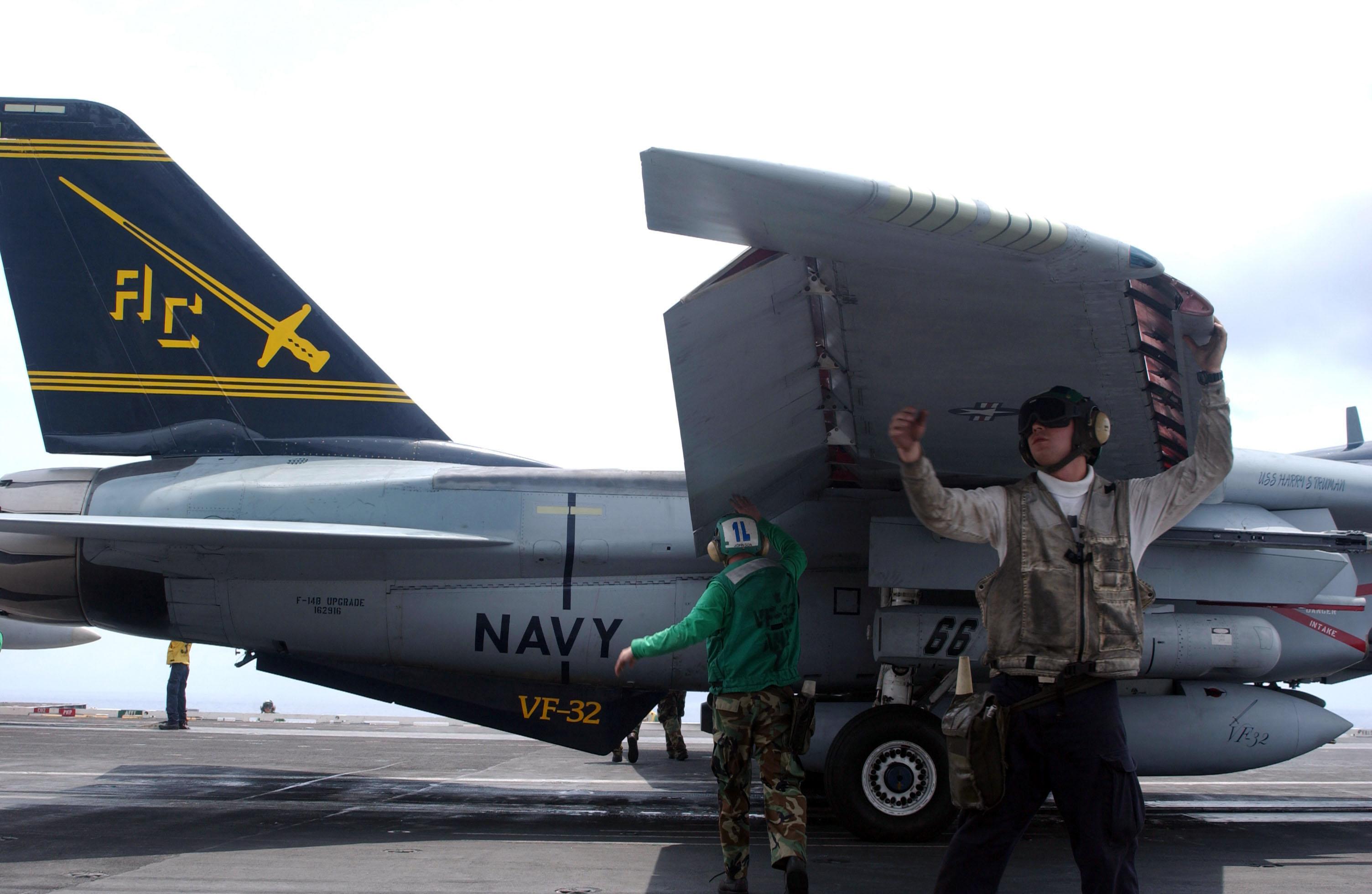 US_Navy_040608-N-0382O-001_Aviation_Stru