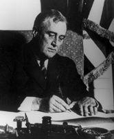 Franklin D. Roosevelt unterzeichnet den Banking Act