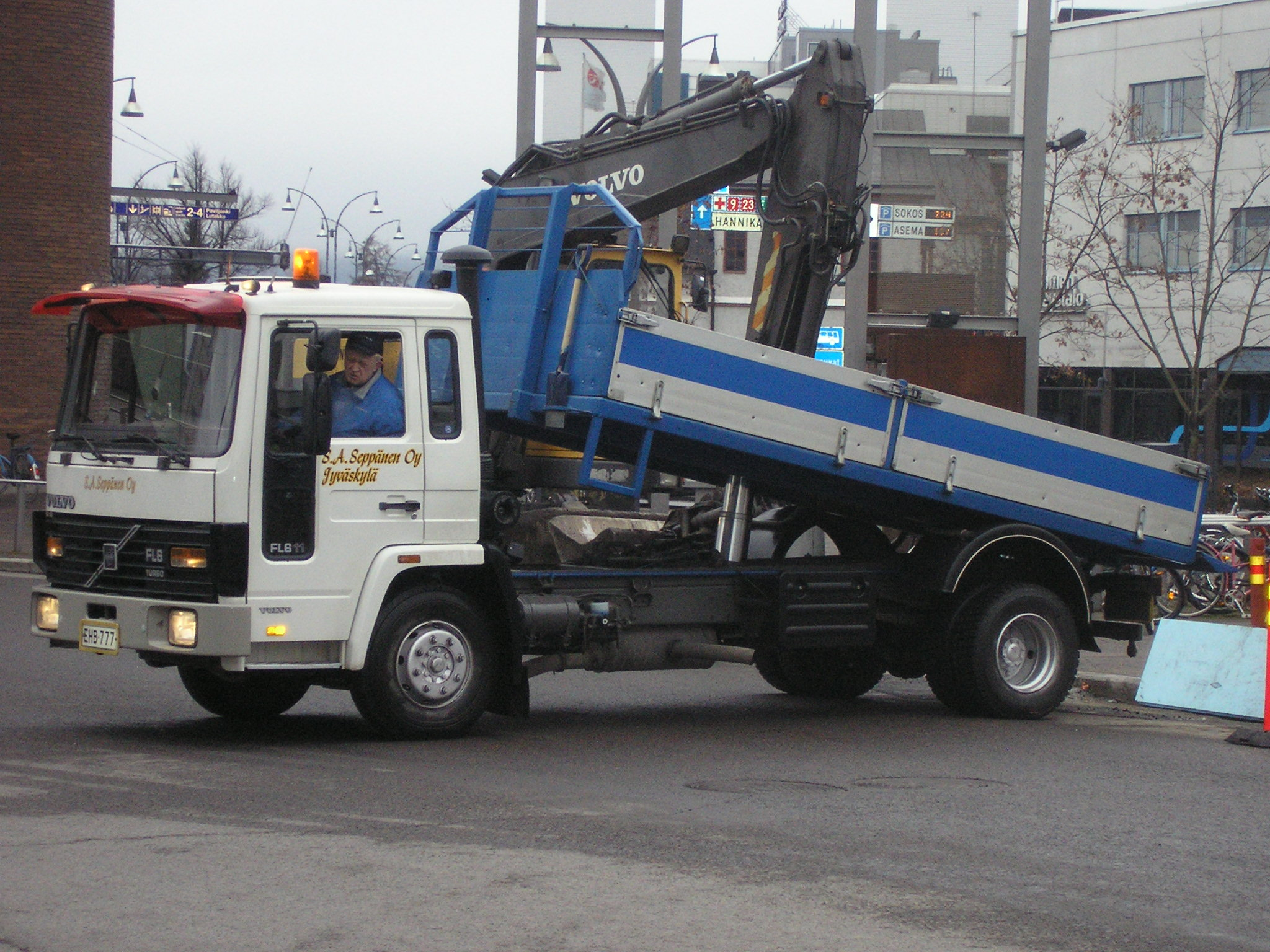 File Volvo Fl6 Tipper Lorry Jpg Wikimedia Commons