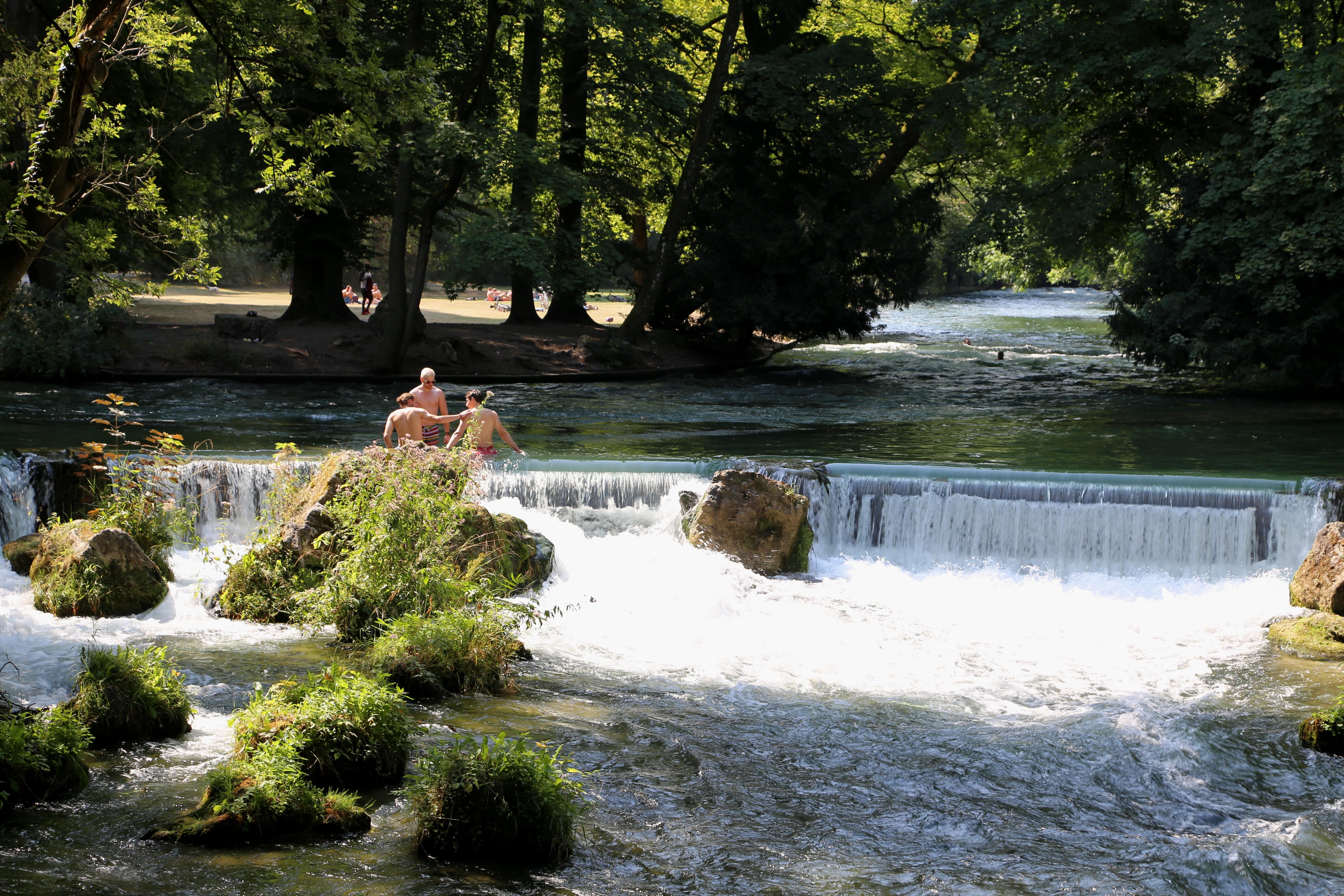 File wasserfall eisbach schwabinger bach englischer garten - Wasserfall garten ...