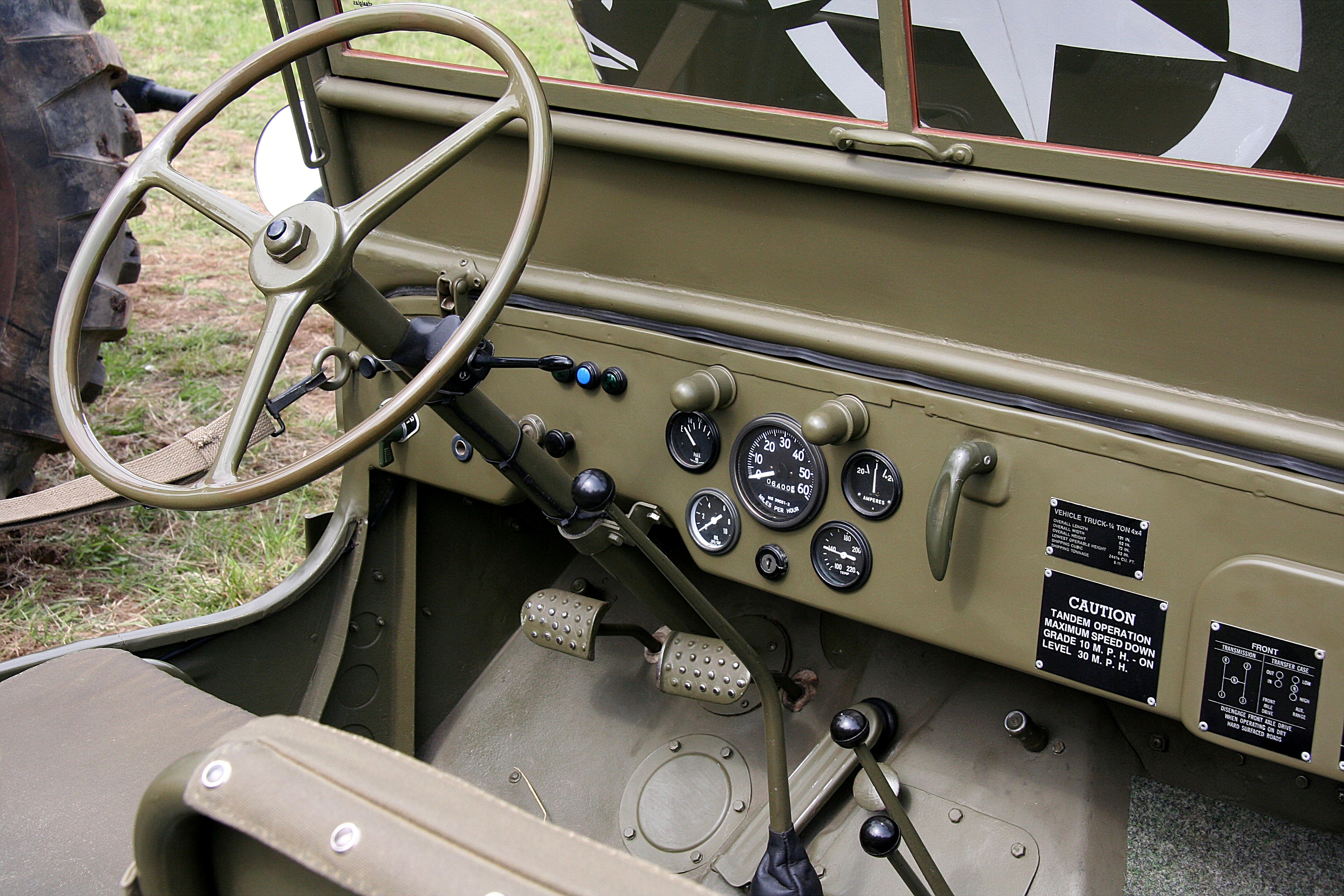 Willys_MB_%28Bild_4_2008-06-14%29_innen.