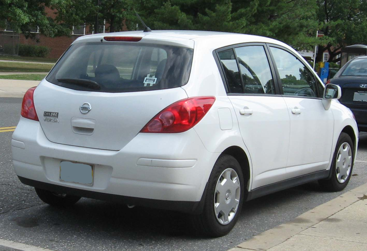 File 2007 Nissan Versa 1 8s Hatchback Jpg Wikimedia Commons