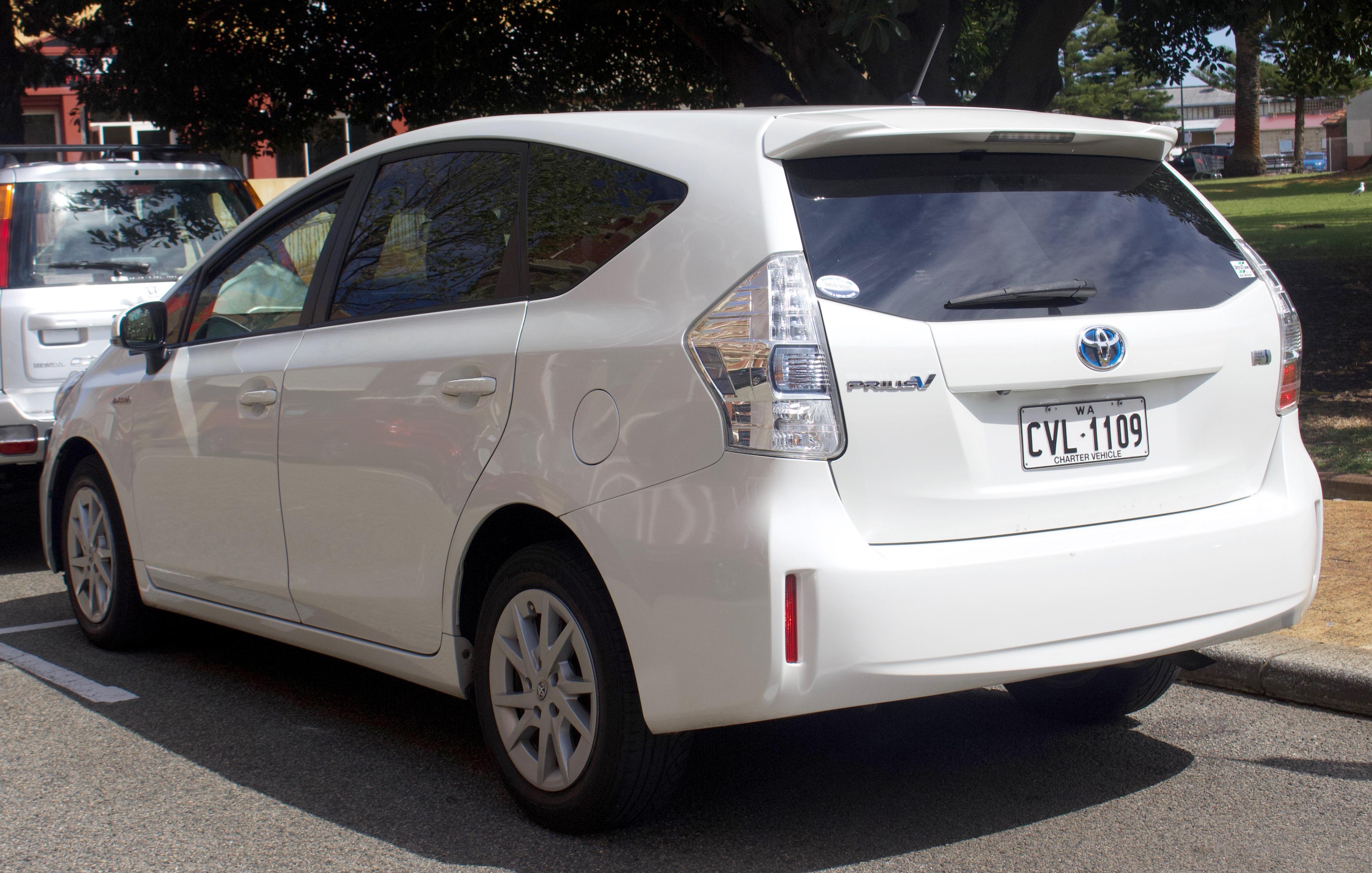 2018 Toyota Prius V >> File 2012 2015 Toyota Prius V Zvw40r Wagon 2018 09 28 02