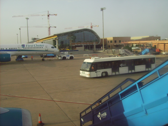 10 Ideas De Aeropuertos Aeropuertos Alquiler De Coches Aeropuerto