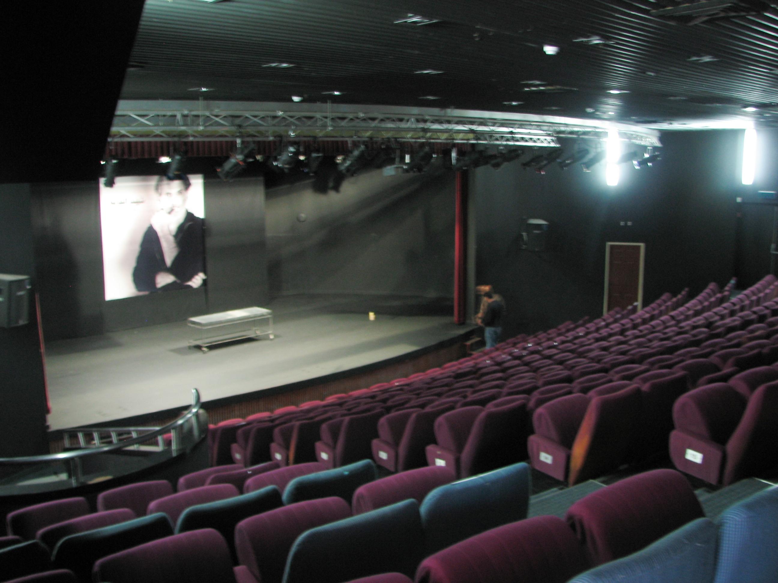 תיאטרון אל-מידאן – ויקיפדיה