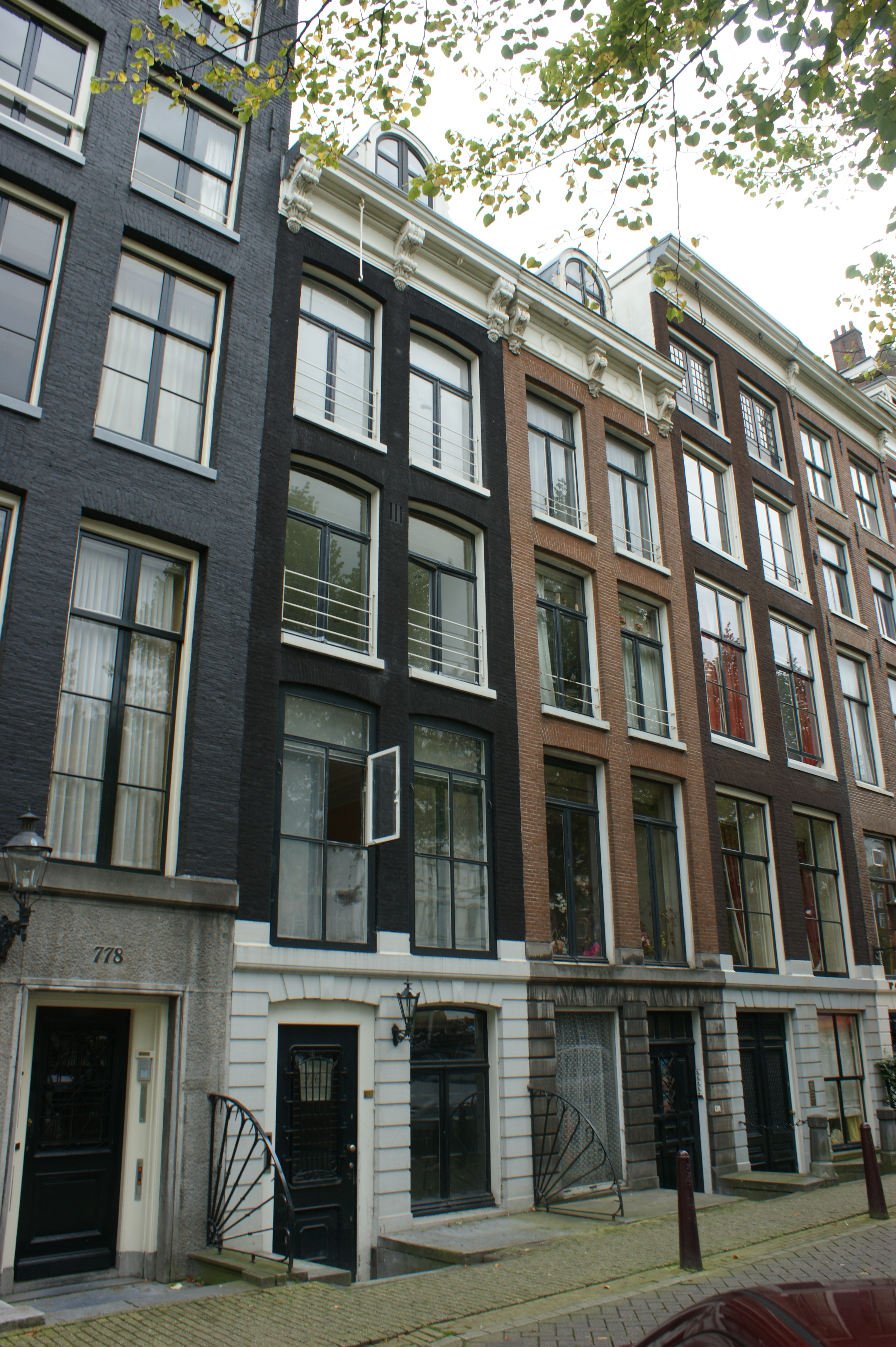 Huis met gevel waarvan de hals in amsterdam monument - Huis gevel ...