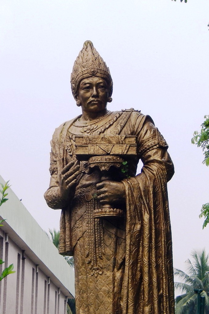 Anawrahta at National museum.JPG