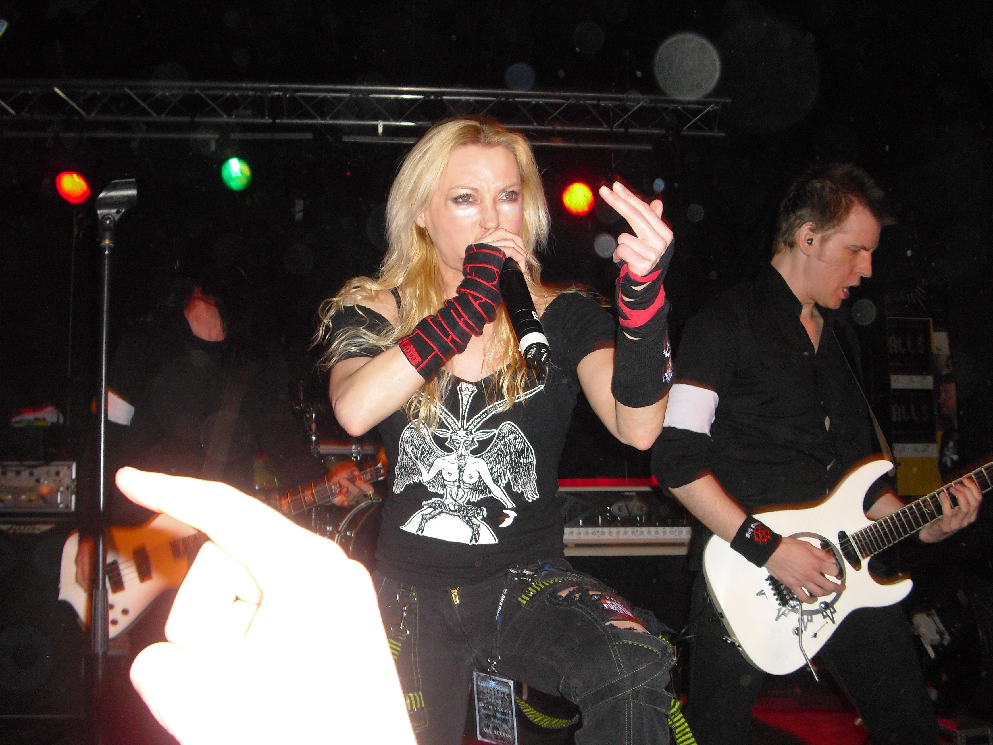 File:Angela Gossow-Arch Enemy Untouchables Hard Rock Club Jevnaker.jpg