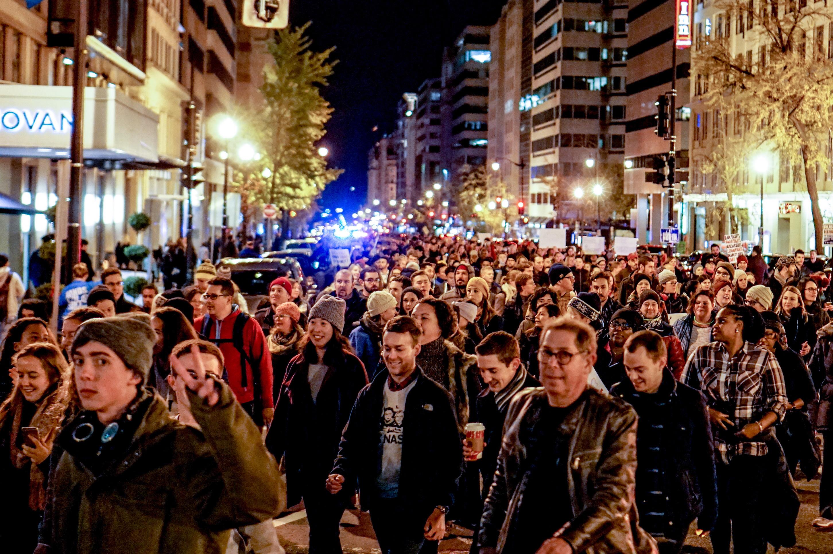 https://upload.wikimedia.org/wikipedia/commons/f/ff/Anti-Trump_Protest_Washington,_DC.jpg