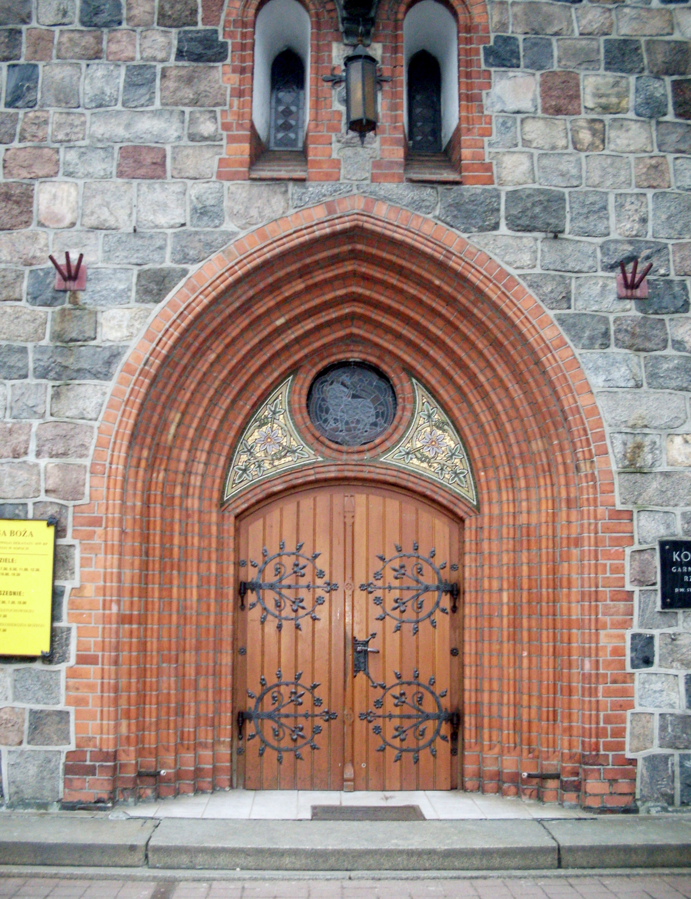 FileArtistic main door and portal of Church of Saint George in Sopot.jpg & File:Artistic main door and portal of Church of Saint George in ...