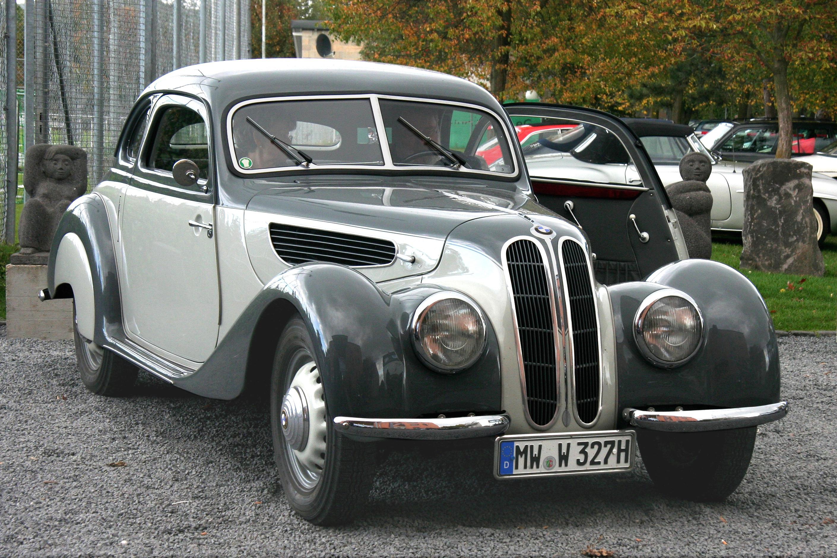 File:BMW 327, Bj. 1940 (2009-10-13) Seite u. Front.JPG ...