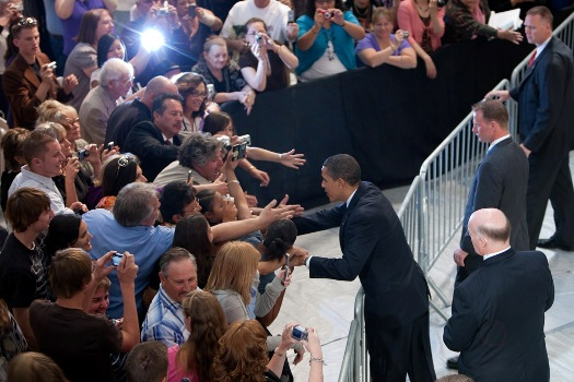 Datei:Barack Obama at town hall in Rancho Rio, NM 5-14-09 2.jpg
