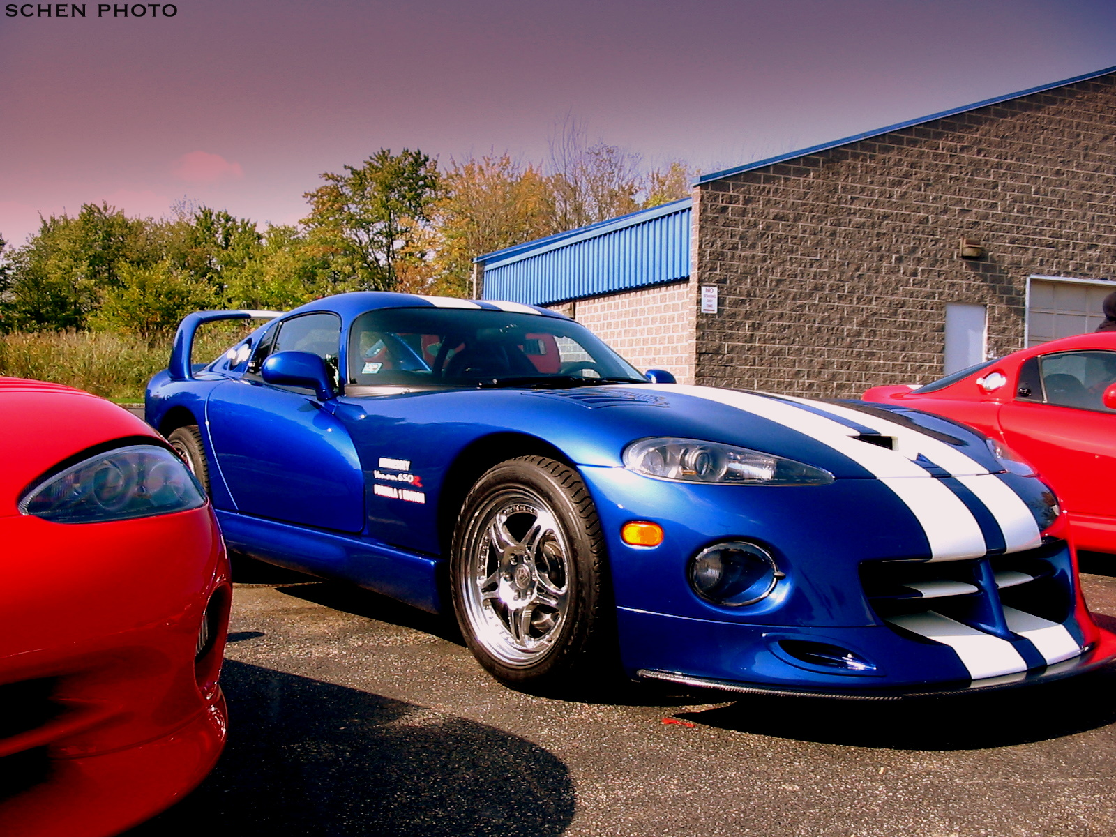 a hennessey venom 650r based on a 1996 dodge viper gts