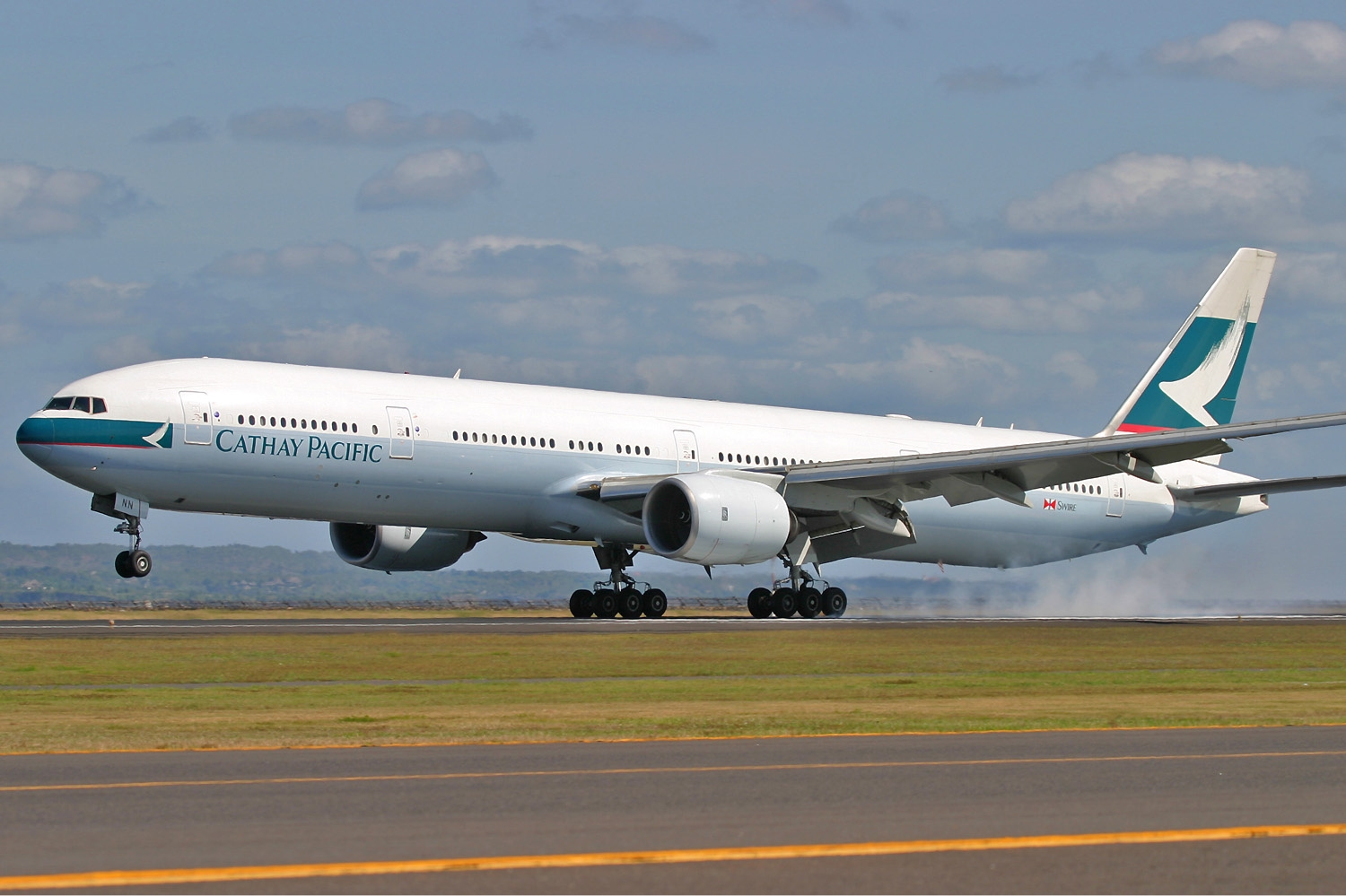 http://upload.wikimedia.org/wikipedia/commons/f/ff/Cathay_Pacific_Boeing_777-300_Pichugin-1.jpg
