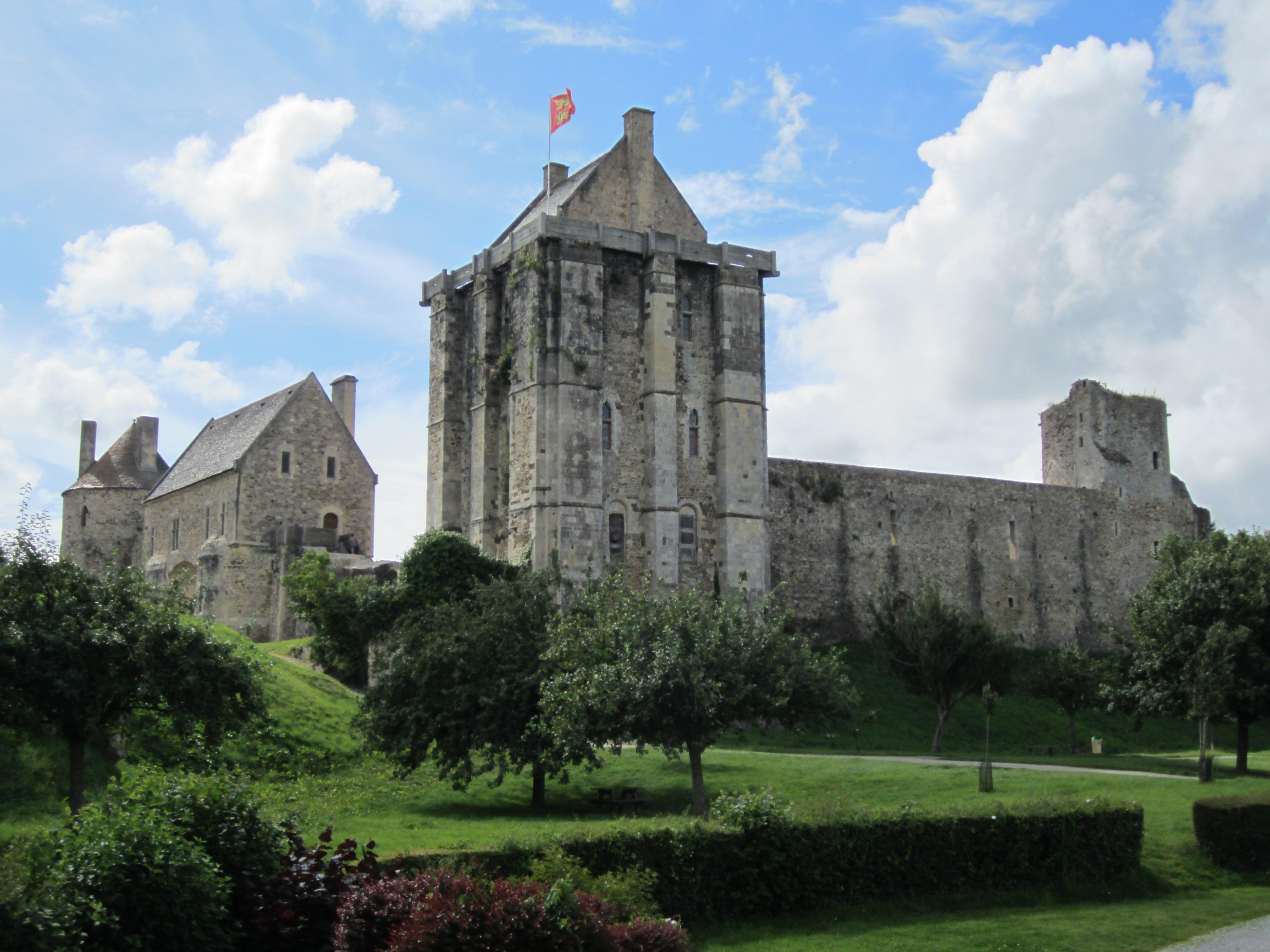 File ch teau de saint sauveur le vicomte 01 jpg wikimedia commons - Piscine saint sauveur le vicomte ...