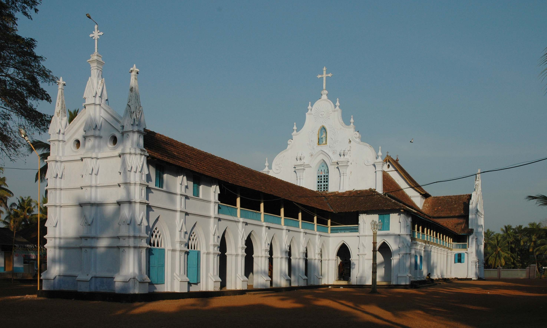 Description Church Kerala white.JPG