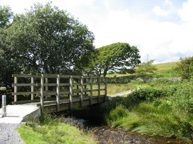 Cycleway footbridge over Nant Islyn - geograph.org.uk - 511456